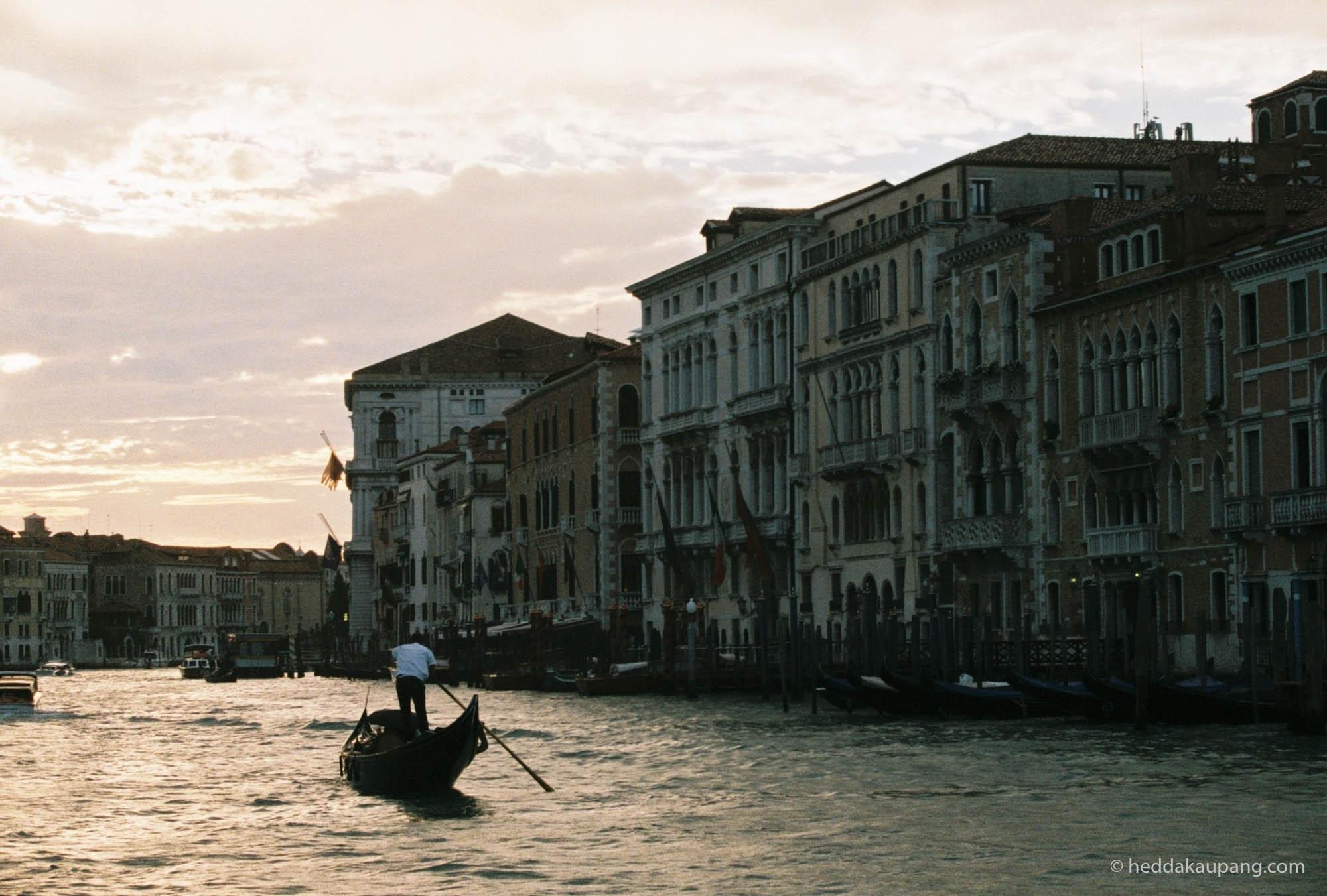 Gondolbåter i Venezia