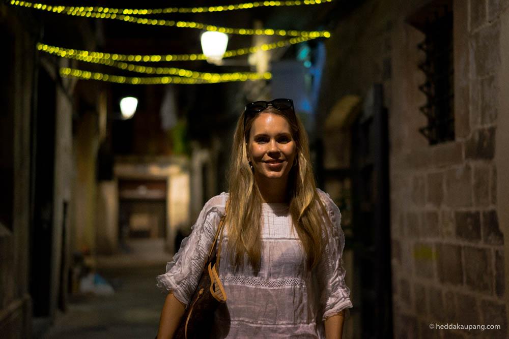 Meg i bakgater i Barcelona