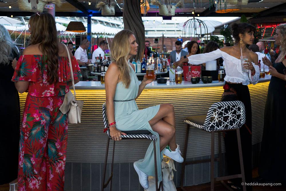 I baren på verandaen til Heart Ibiza