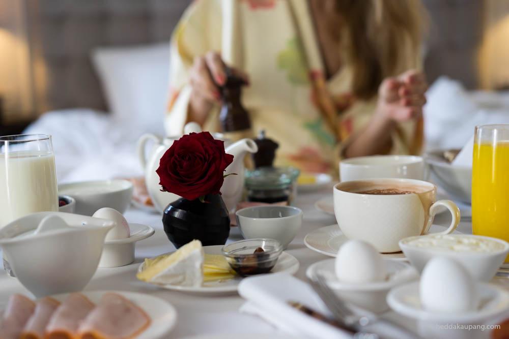 frokost på sengen hos luksuriøse Hotel d'Angleterre i København